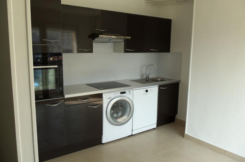 cuisine quip e marseille appartement r novation cuisine. Black Bedroom Furniture Sets. Home Design Ideas